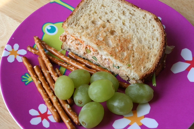 Spice up your tuna sandwich with this asian inspired version with sriracha and green onions!