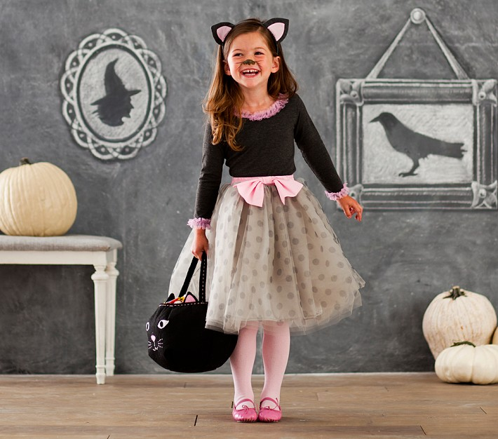The cutest little retro kitty costume I've ever seen from #PBKHalloween