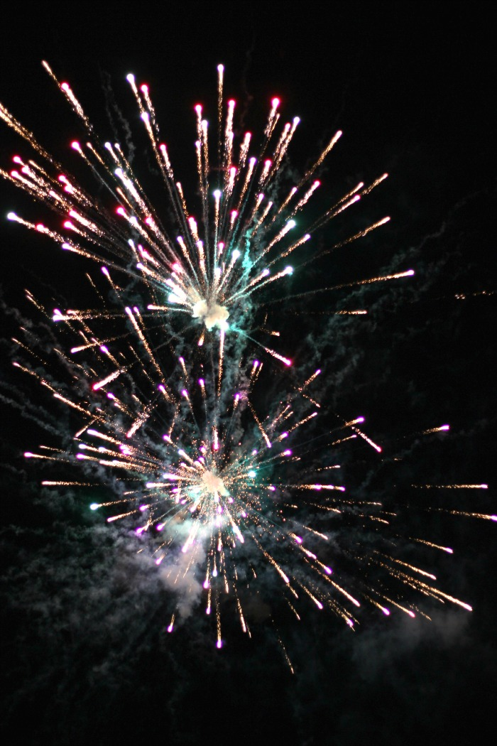 Gorgeous fireworks photos captured by Stacy Teet / Kids Stuff World
