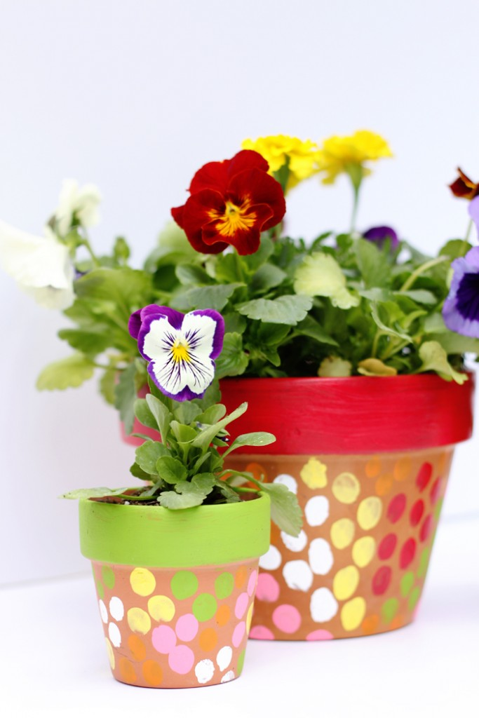 These sweet finger painted pots make the perfect gifts for kids to make and give