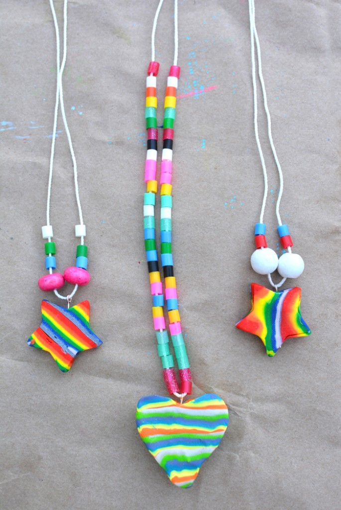Stuff kids love rainbow necklace craft for Necklace crafts for kids
