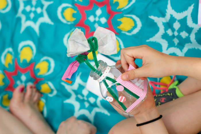 Need ideas for crafts and activities for your next playdate? This post has great ones, plus snack ideas and other good info for planning a great play date