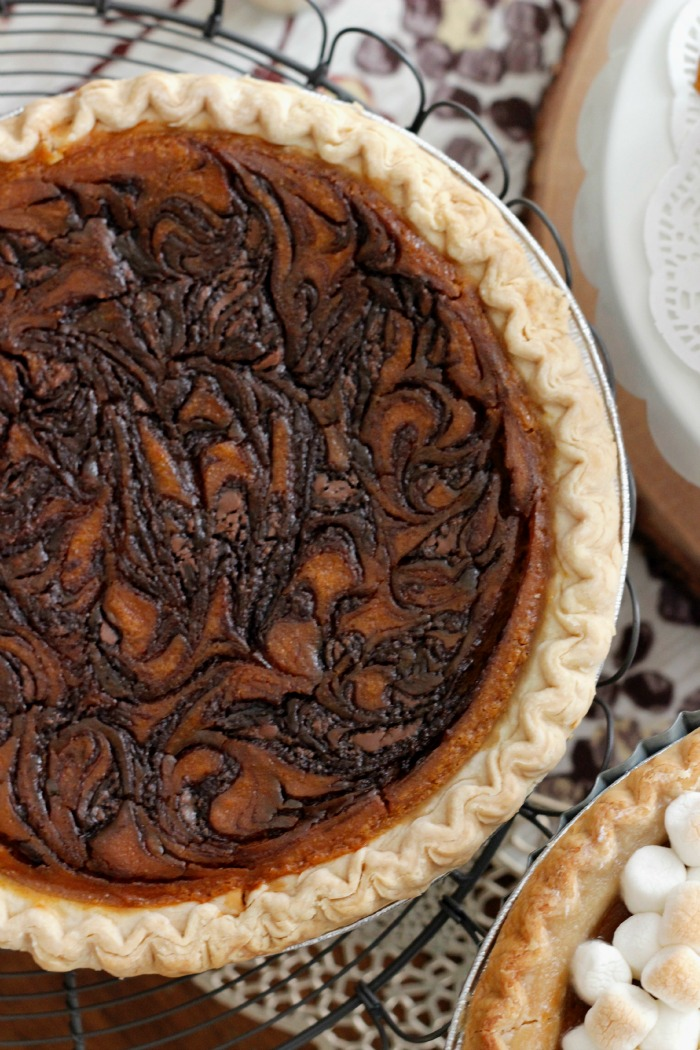 this is such a great way to dress up a pie for the holidays -- just add nutella!