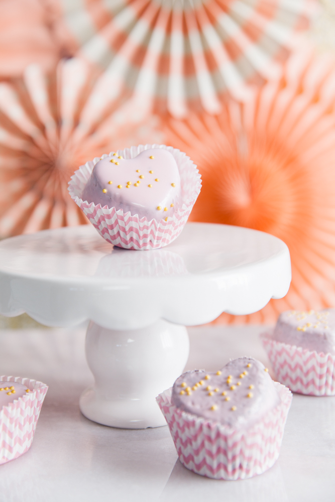 How perfect are these petit four favors, never guess they'd be so easy to make!