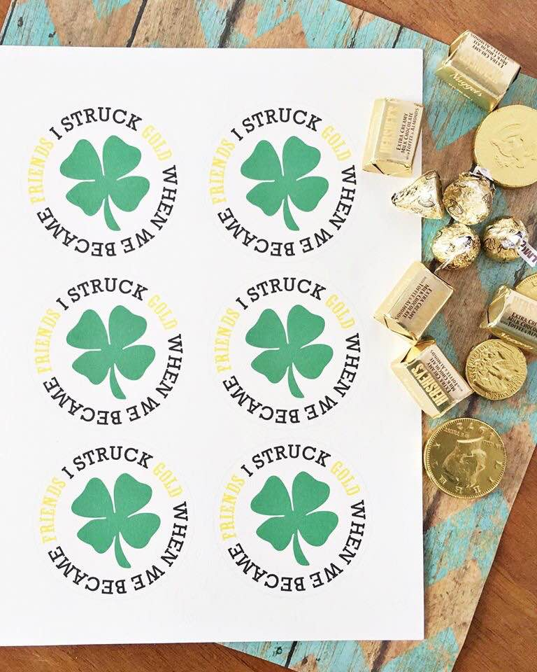 St Patrick's Day printable mason jar gift idea - just print, cut and insert in the top of a mason jar for a one of a kind gift in a jar
