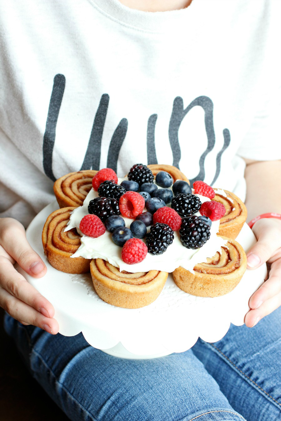 cinnamon roll cake with fresh berries