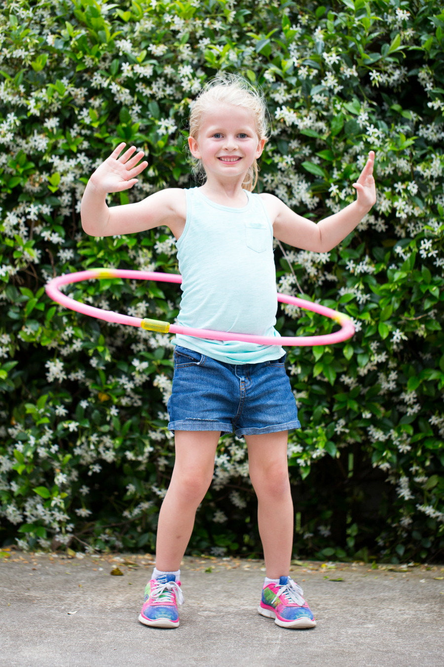 Girls Hula Hoop Contest!! Ahh, we used to love to hula hoop